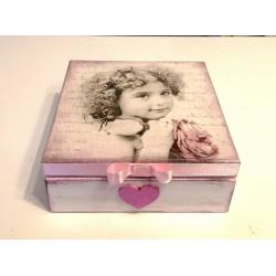 Pudełko retro z Dziewczynką